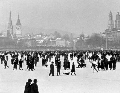Walking on Frozen Lake Zurich - Seegfoerni 1963