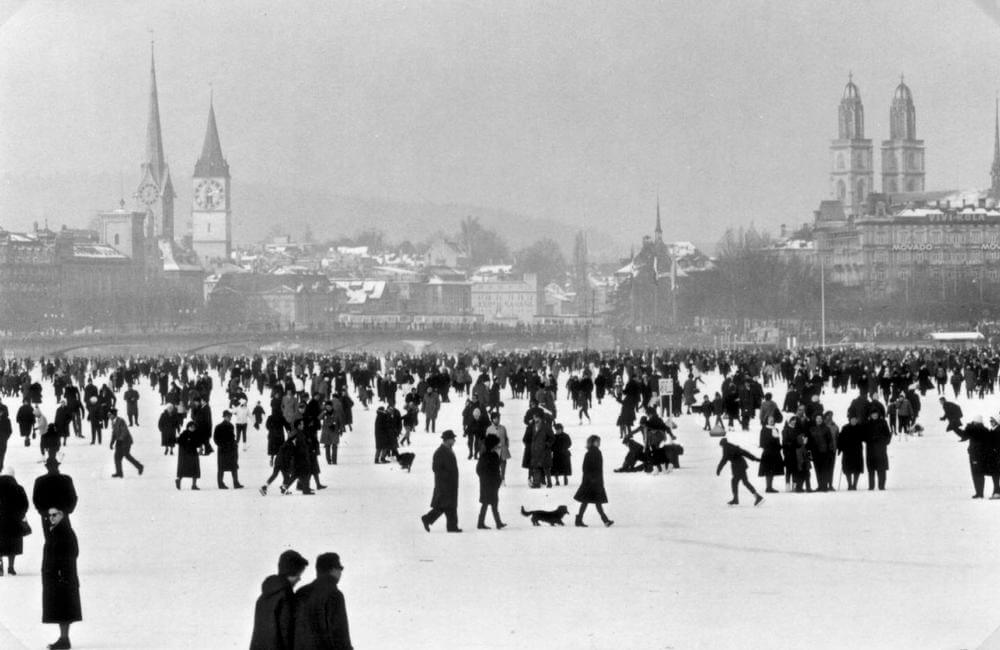 Walking on Frozen Lake Zurich - Seegfoerni 1963