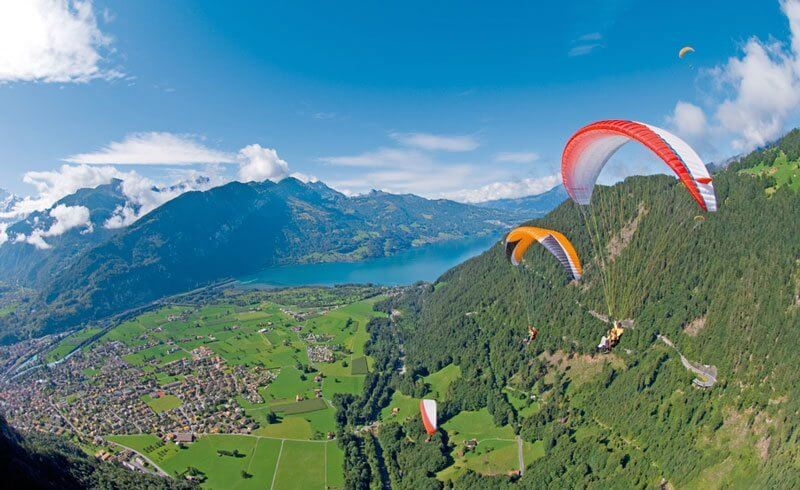 What to see in Switzerland - Paragliding Interlaken