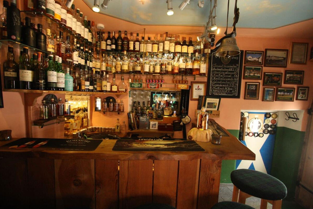 Swiss World Records - Smallest Whisky Bar