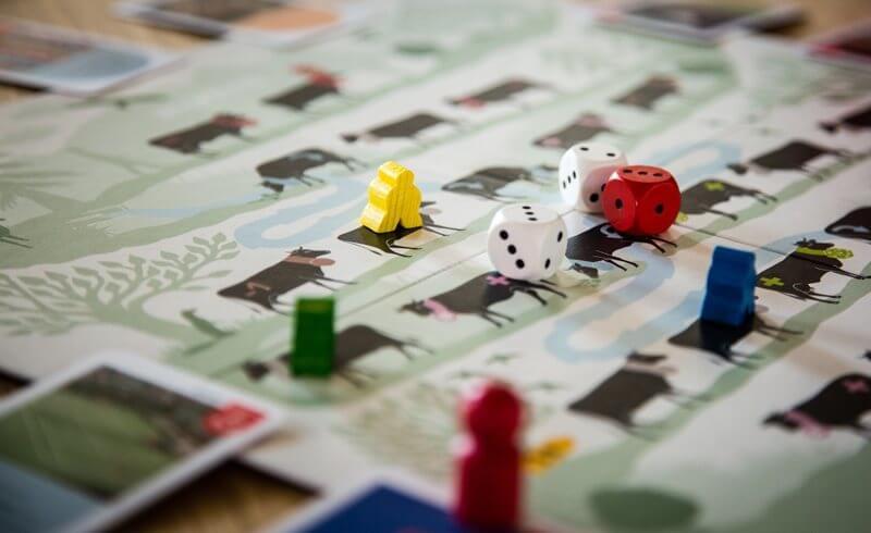 HELVETIQ - Swiss Board Game