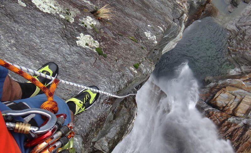 Lazaro Schaller - Cliff Dive