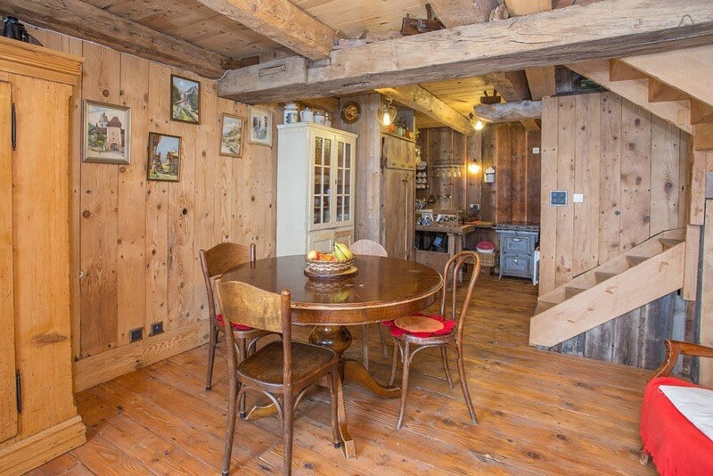 Airbnb - Rustic Swiss Cottage in Valais