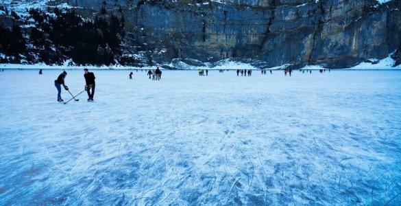 Oeschinensee - Ice Skating 2015