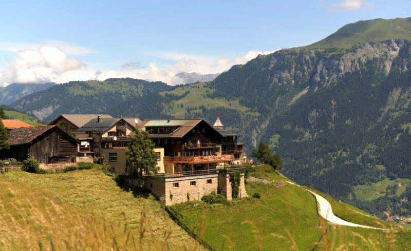 Hotel Capricorns - Swiss Lodge