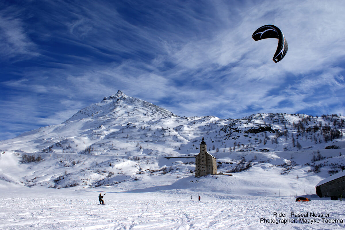 Snowkiting at Simplon in Switzerland