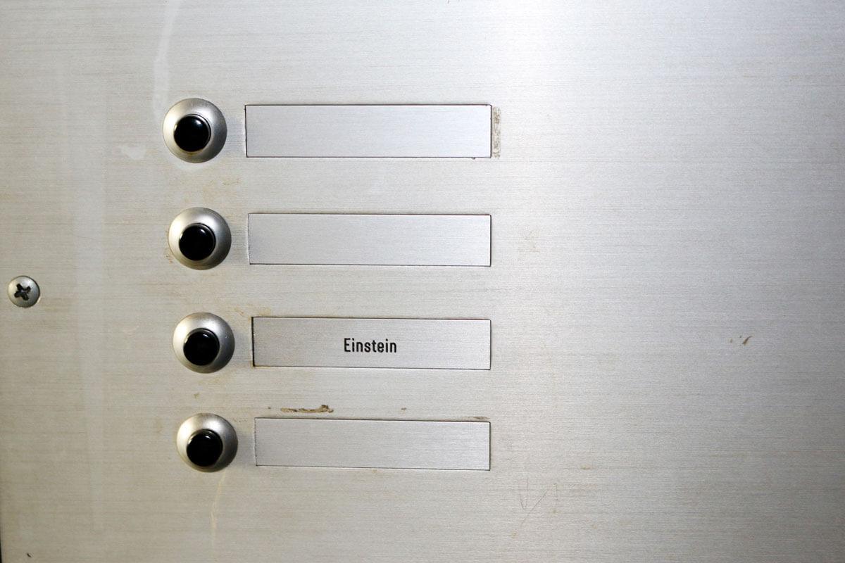 Einstein Doorbell Bern