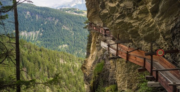 Hiking the historic Suonen in Valais