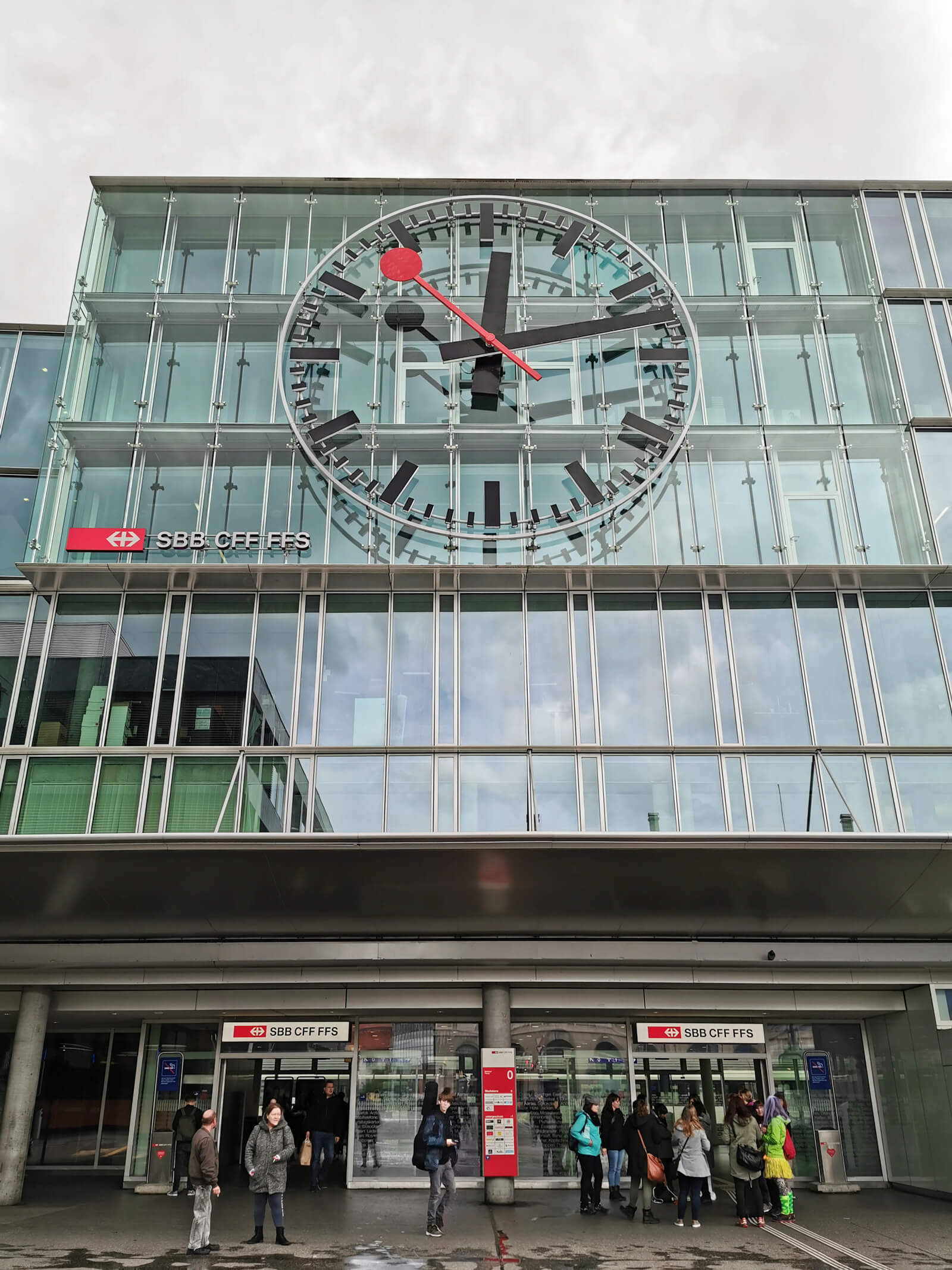 Cool Switzerland facts - the Aargau station clock