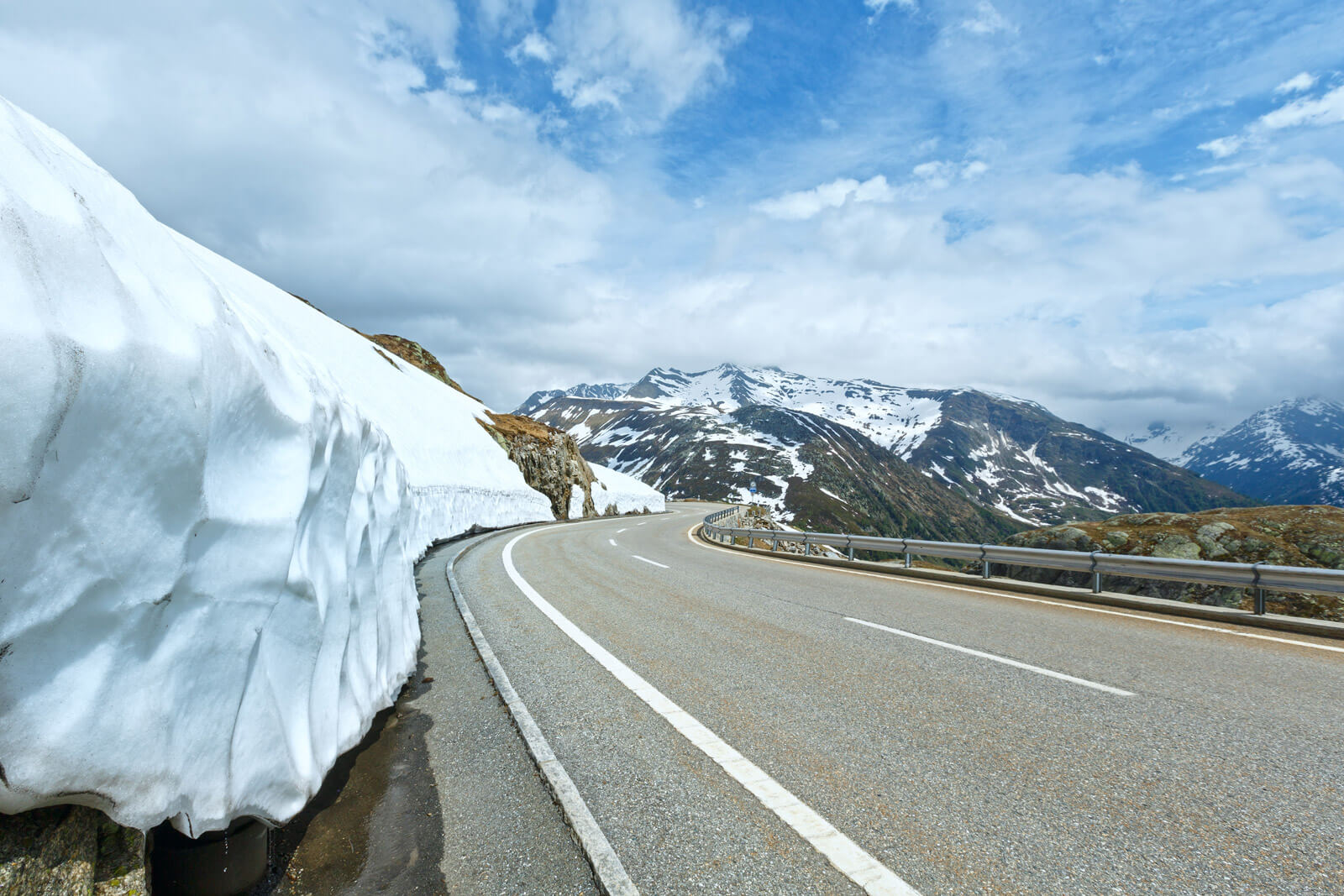 An e-book guide about driving in Switzerland - Grimsel Pass