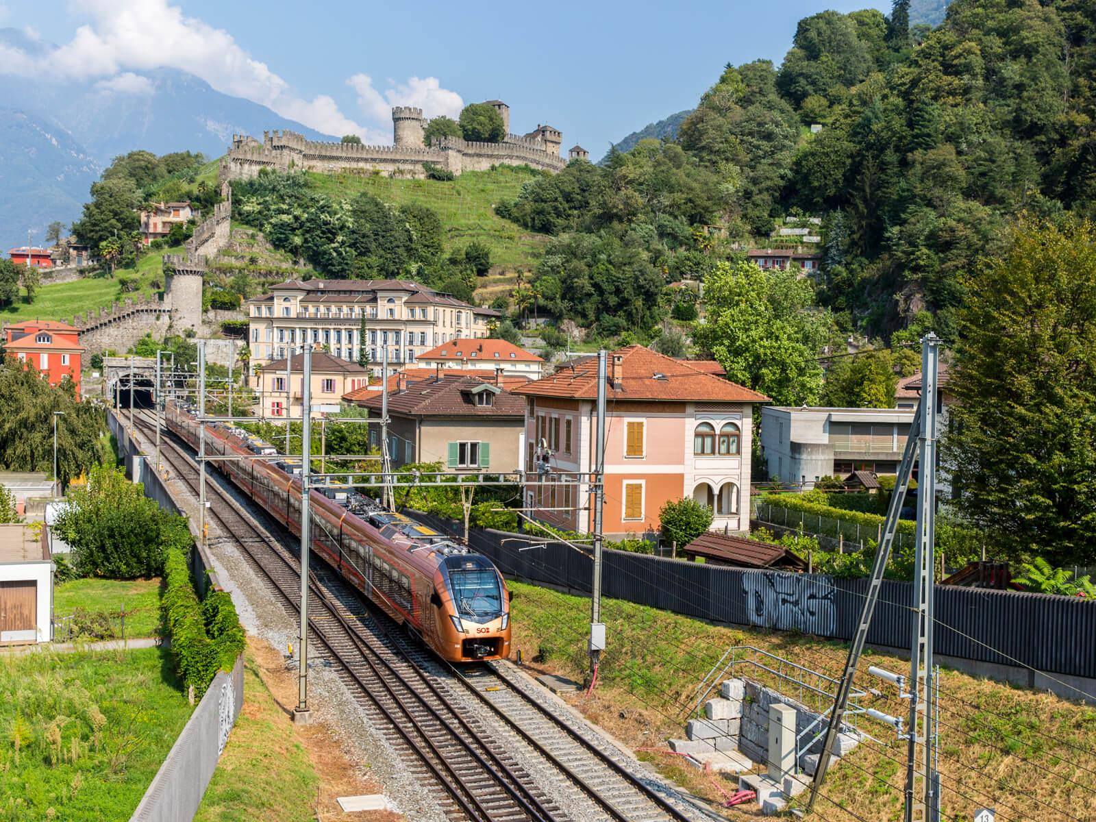 Treno Gottardo in Bellinzona (Copyright Markus Schälli/Ticino Turismo)
