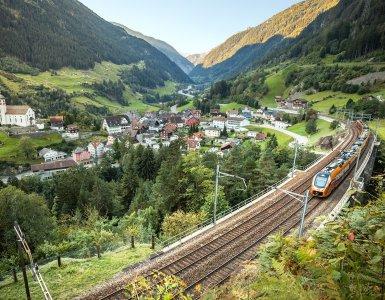 Treno Gottardo Train Line in Wassen, Switzerland