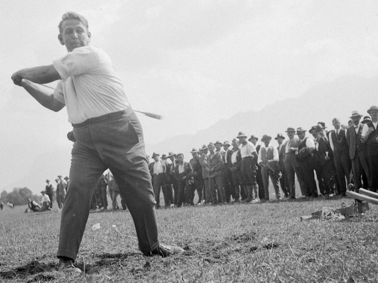 Hornussen: go 'nuts' and learn all about Swiss Golf